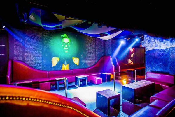 Sala interna per feste di 18 anni al Hollywood di Milano