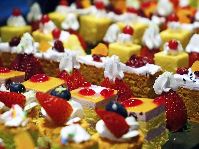 Diciottesimo a Milano cabaret di dolci
