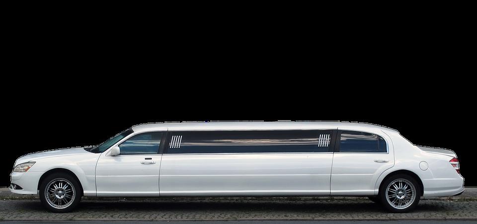 Diciottesimo a milano limousine bianca