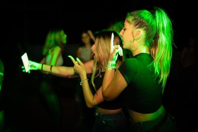 Diciottesimo a milano ragazze selfie