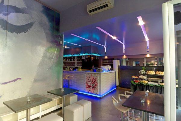 Kitsch bar interno locale